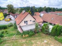 pohled na terasu u domu (Prodej domu v osobním vlastnictví 175 m², Libchavy)