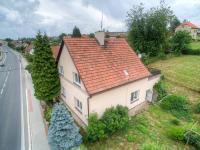 pohled na dům z dronu (Prodej domu v osobním vlastnictví 175 m², Libchavy)