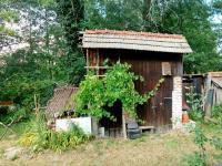 Podsklepená kůlna (Prodej domu v osobním vlastnictví 150 m², Lupenice)
