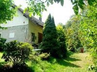 Pohled na dům od brány (Prodej domu v osobním vlastnictví 150 m², Lupenice)