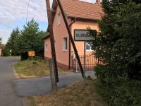 Nejbližší obydlí cca 200 m od pozemku (Prodej pozemku 4194 m², Olbramov)