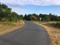 Komunikace cca 100 m od pozemku (Prodej pozemku 4194 m², Olbramov)