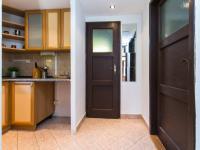 kuchyňka, dveře do ložnice, dveře do koupelny - Prodej chaty / chalupy 53 m², Čerčany