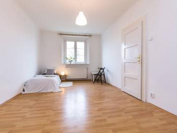 ložnice - Prodej bytu 2+1 v osobním vlastnictví 68 m², Praha 5 - Košíře
