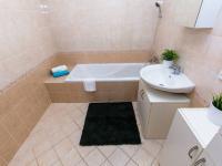 koupelna - Prodej bytu 2+1 v osobním vlastnictví 68 m², Praha 5 - Košíře