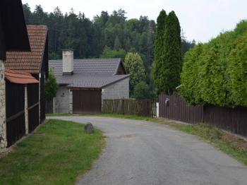 příjezd k zahradě - Prodej pozemku 421 m², Letovice