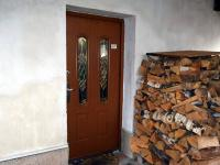 Vstup do obytné části domu (Prodej domu v osobním vlastnictví 294 m², Třebušín)