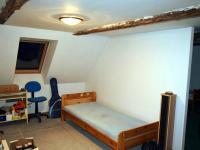 Pokoj č. 2 v podkroví (Prodej domu v osobním vlastnictví 294 m², Třebušín)