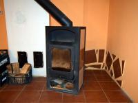 Efektivní vytápění krbovými kamny (Prodej domu v osobním vlastnictví 294 m², Třebušín)