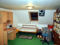 Pokoj č. 1 v podkroví (Prodej domu v osobním vlastnictví 294 m², Třebušín)