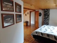 Podkroví - průhled ložnicí (Prodej domu v osobním vlastnictví 140 m², Třebenice)