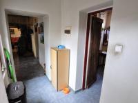 Přízemí - chodba,dveře do obývací části, koupelny (Prodej domu v osobním vlastnictví 140 m², Třebenice)