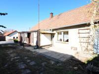 Černuc - dvorek s výjezdem ze dvorka - Prodej domu v osobním vlastnictví 135 m², Černuc
