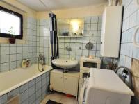 Přízemí - koupelna má vstup z kuchyně - Prodej domu v osobním vlastnictví 180 m², Litoměřice