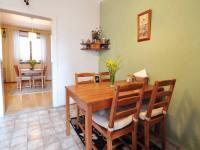 Kuchyň - jídelní koute a průhled do obývacího pokoje - Prodej domu v osobním vlastnictví 180 m², Litoměřice