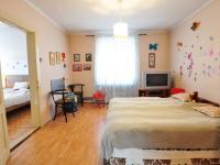 Druhá ložnice - vlevo dveře do první ložnice - Prodej domu v osobním vlastnictví 180 m², Litoměřice