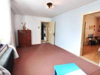 Pokojík - v pozadí dveře na chodbu, vpravo dveře do ložnice - Prodej domu v osobním vlastnictví 180 m², Litoměřice