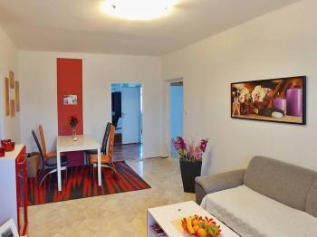 Obývací pokoj - Prodej bytu 3+1 v osobním vlastnictví 73 m², Kladno