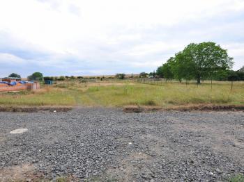 Pozemek pohled od silnice. - Prodej pozemku 1200 m², Trnovany