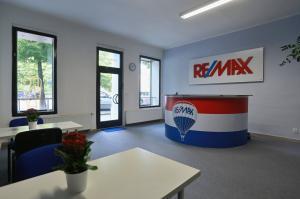 RE/MAX Plus 2