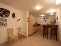 suterén - kuchyňka u bazénu (Prodej domu v osobním vlastnictví 776 m², Líšnice)