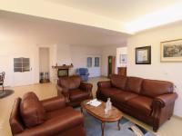 přízemí - obývací pokoj + jídelna (Prodej domu v osobním vlastnictví 776 m², Líšnice)