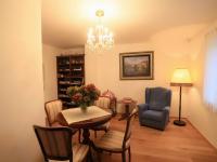 1. patro - chodba (Prodej domu v osobním vlastnictví 776 m², Líšnice)