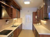 přízemí - kuchyň (Prodej domu v osobním vlastnictví 776 m², Líšnice)