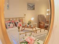 1. patro - dámská ložnice (Prodej domu v osobním vlastnictví 776 m², Líšnice)