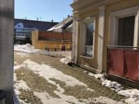 Příjezdová cesta za domem (Prodej domu v osobním vlastnictví 576 m², Nové Město pod Smrkem)