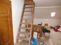 Schodiště na půdu (Prodej domu v osobním vlastnictví 164 m², Dolní Řasnice)