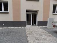 Vchod do domu (Prodej bytu 2+kk v osobním vlastnictví 50 m², Chotyně)