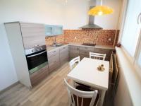 kuchyně (Prodej bytu 2+1 v osobním vlastnictví 57 m², Liberec)