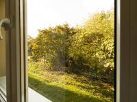 Pohled za dům - Prodej bytu 3+1 v osobním vlastnictví 63 m², Liberec