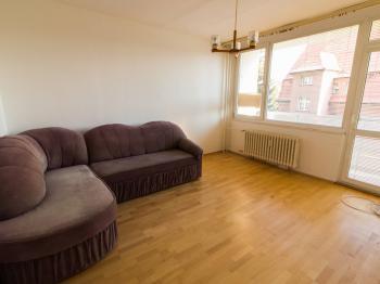 Obývací pokoj / ložnice s lodžií - Prodej bytu 3+1 v osobním vlastnictví 63 m², Liberec