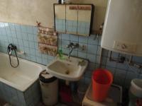 Pohled do koupelny s vanou - Prodej domu v osobním vlastnictví 72 m², Bělčice