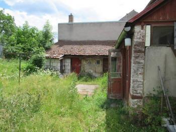 Pohled od vstupní brány  - Prodej domu v osobním vlastnictví 72 m², Bělčice