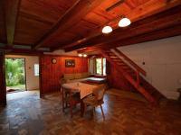 Hala pohled zevnitř na schody - Prodej chaty / chalupy 80 m², Nalžovice