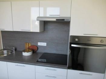 Pohled na kuchyňskou linku se zabudovaným spotřebiči - Prodej bytu 2+1 v družstevním vlastnictví 53 m², Milevsko