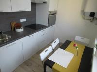 Pohled do kuchyně  - Prodej bytu 2+1 v družstevním vlastnictví 53 m², Milevsko