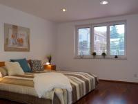 1.ložnice v přízemí (Prodej domu v osobním vlastnictví 289 m², Cheb)