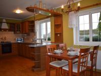 kuchyňský kout a jídelna (Prodej domu v osobním vlastnictví 451 m², Františkovy Lázně)