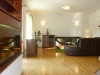 obývací pokoj s krbem (Prodej domu v osobním vlastnictví 451 m², Františkovy Lázně)
