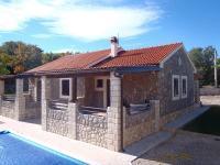 přístup do bazénu - Prodej domu v osobním vlastnictví 114 m², Krk