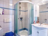 příjemná světlá koupelna (Prodej bytu 3+kk v osobním vlastnictví 58 m², Medulin)