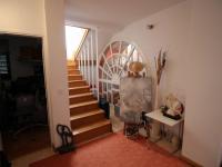 schody do ložnic (Prodej bytu 5+kk v osobním vlastnictví 173 m², Senj)