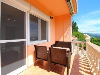 při posezení nebudete rušeni jadranskou magistrálou - Prodej domu v osobním vlastnictví 128 m², Novi Vinodolski