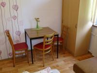 zázemí v pokoji - Prodej domu v osobním vlastnictví 360 m², Krásná