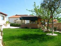 příjemné okolí domku (Prodej domu v osobním vlastnictví 192 m², Marčana)