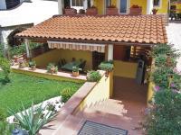 zzapuštěná terasa je exelentní - Prodej domu v osobním vlastnictví 200 m², Šibenik